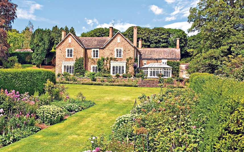 Top ten most beautiful houses for sale in the west country for Top 10 beautiful houses