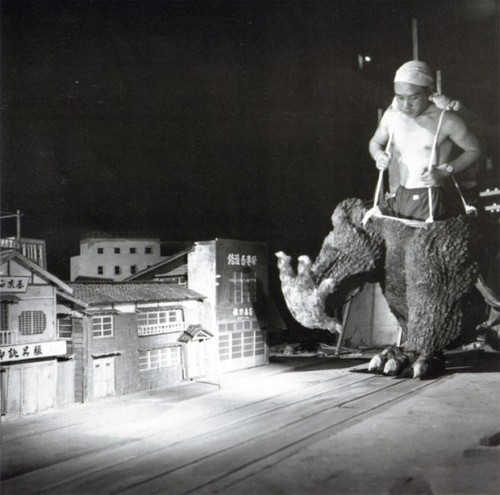 Behind the scenes of Godzilla movies, 1954-1965 | Retronaut - scimmia #6