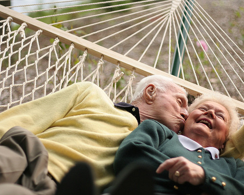 __growing_old_kiss_old_together_love-24955eeb590031fcb74b03b6909f81a1_h_large
