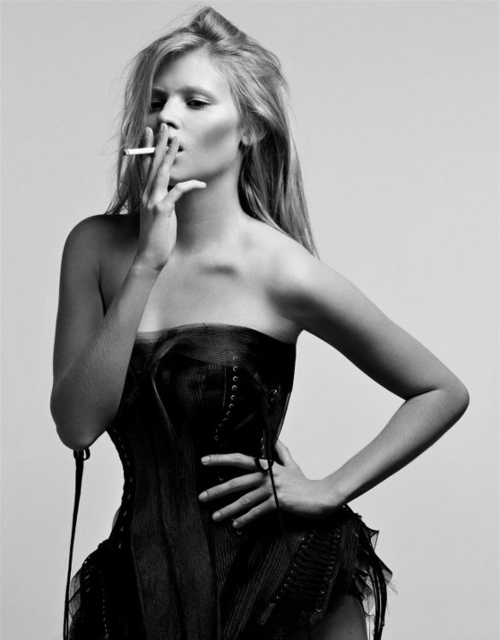 Black-and-white-cigarette-fashion-lara-stone-model-favim.com-470329_large