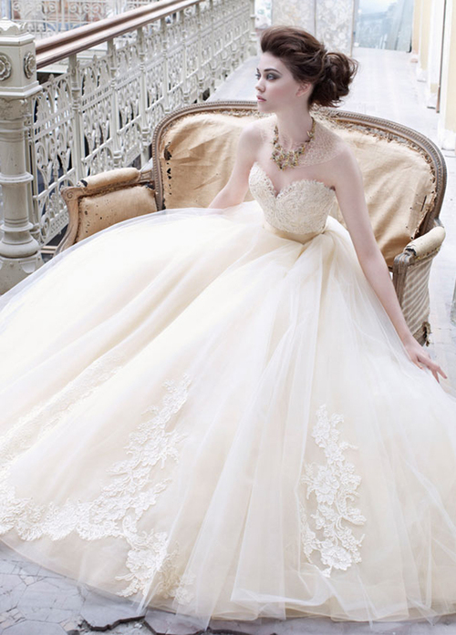 Lazaro-bridal-fall-2012-tulle-ball-gown-sweetheart-neck-lace-silk-ribbon-belt-natural-waist-chapel-train-3251_zm_large