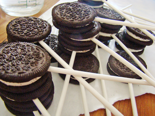 Google Image Result for http://iwishiwasindixie.com/wp-content/uploads/oreos-on-a-stick1.jpg