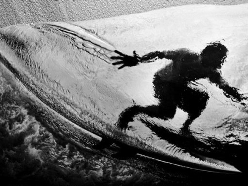 Black_and_white_shot_of_surfer_on_a_wave_large