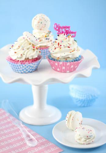 Homemade-confetti-cupcakes_large
