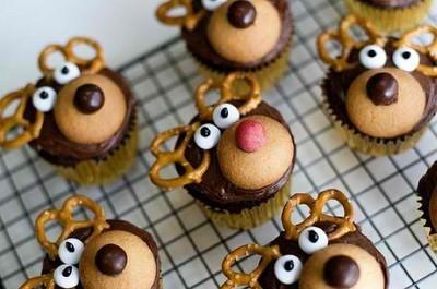 Christmas_cupcakes_holiday-1cc28a71b4c86c3d644b5ec9daac211f_h_large