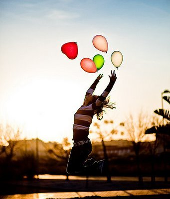 Girl_love_happy_balloon-2548c1d39309e5cb37bb12f2e007ef54_h_large
