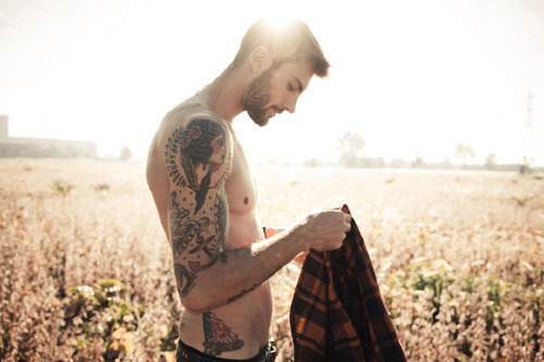 Homens-tatuados-tinta-na-pele-19_large