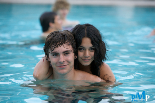 Zac-efron-and-vanessa-hudgens-zac-efron-6487490-1024-681_large