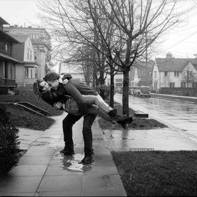 Hug_street_kiss_love_rain-d975cdb79f820d217ef3e268bbb521d6_h_large