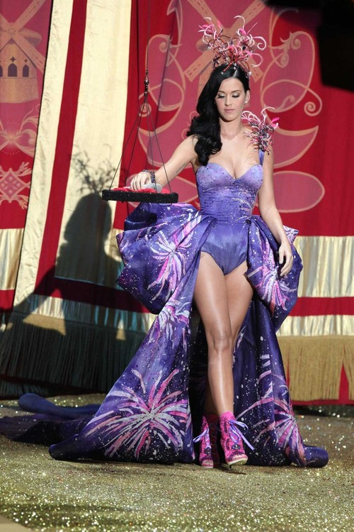 Katy-perry-2010-victorias-secret-fashion-show2_2263_large