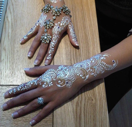 white henna beautiful hands we heart it henna tattoo and white. Black Bedroom Furniture Sets. Home Design Ideas