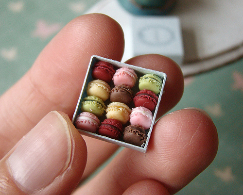 Cute-food-tiny-macarons_large