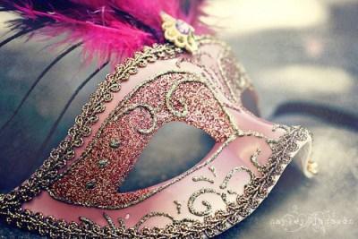 Bajo la máscara de la irrealidad