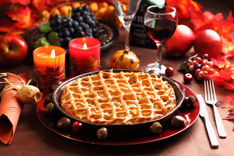 2778551-271904-apple-pie-for-thanksgiving-with-wine-and-grapes_large