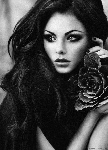Hairstyle-women-long-black-white-rose_large