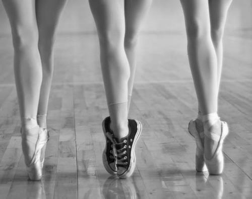 Ballet-beautiful-black-and-white-converse-favim.com-488732_large