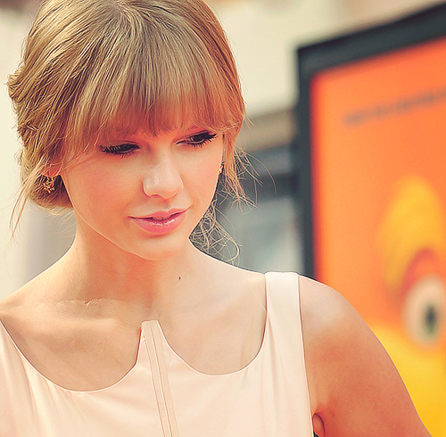 Taylor_swift_the_lorax_world_premiere_large