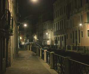 venecia at night