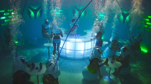 Underwater-nightclub-technomarine-thinkmodo-0-e1345678902193_large
