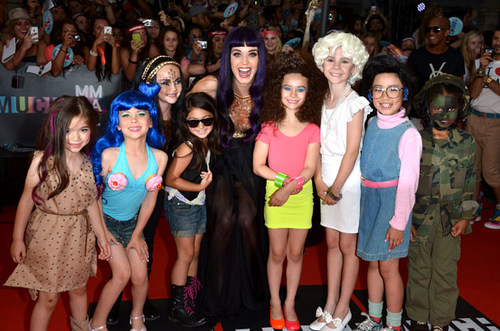 2269109-katy-perry-mmva-2012-kids-617-409_large