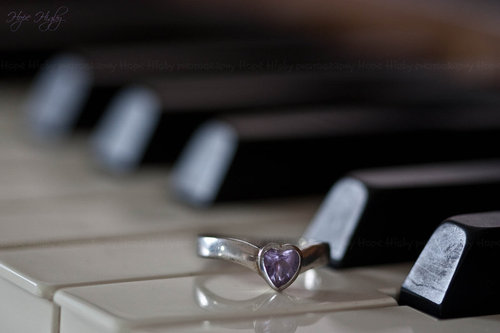 Love_for_piano_by_shadowsan1-d39l43x_large