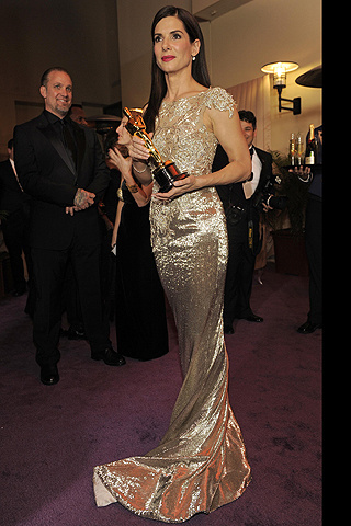 Celebrities_se_visten_de_oro_224441889_320x480_large