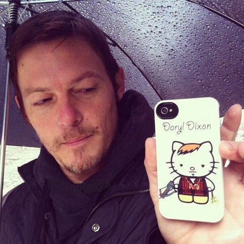 Norman-Reedus-has-Daryl-Dixon-phone-cove