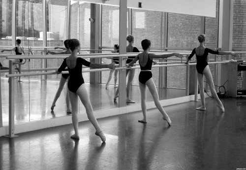 Ballet_barre_exercises-1024x706_large