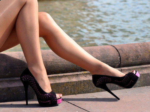 Elegant-fashion-black-woman-shoes-high-heels-legs_large