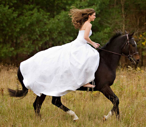 Wedding-bride-horse-riding_large