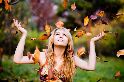 Automn_colors_fall_girl_people_rain-04cb08a17fe1b9008bc61fc9dc47f849_h_large
