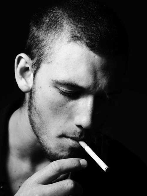 Alex-pettyfer-with-smoking_large