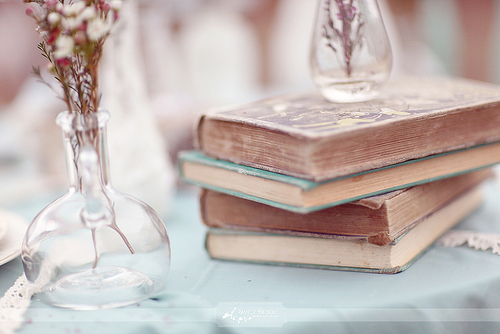 Vintage-books-wedding-table-ideas_large