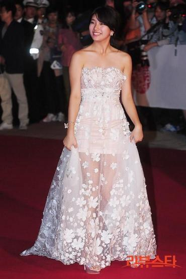 Suzy_biff_red_carpet_121004_01_large