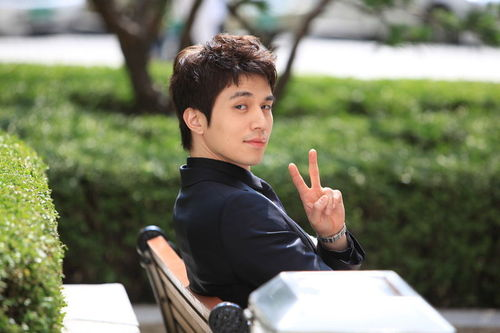 South_korea_s_popular_idol_lee_dong-wook__32__large