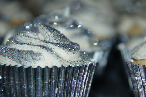 Cutestfood_com_silver_star_cupcake_large