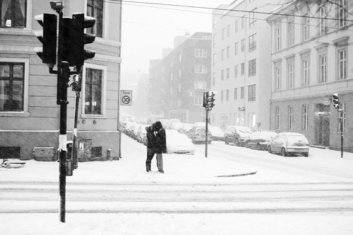 Kissing-in-the-snow_large