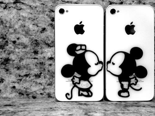 Cute-iphone-kiss-mickey-mouse-favim.com-522485_large