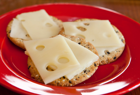 Webmd_rf_photo_of_cheese_and_crackers_large