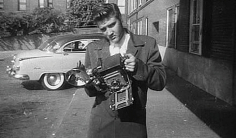 http://data.whicdn.com/images/4118940/Elvis-HasselbladCamera_large.jpg