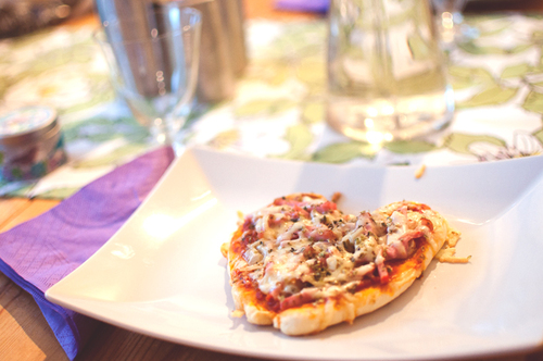 Pizzza_508d57449606ee1a2f70a7f6_large