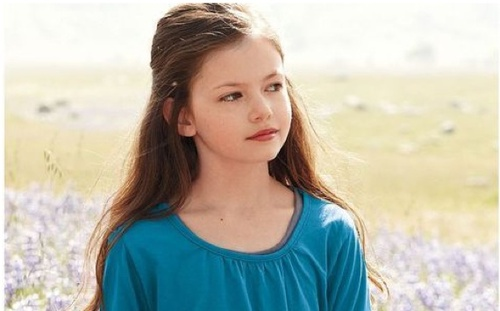 Breaking-dawn-close-up-renesmee-21-1-11-kc_large
