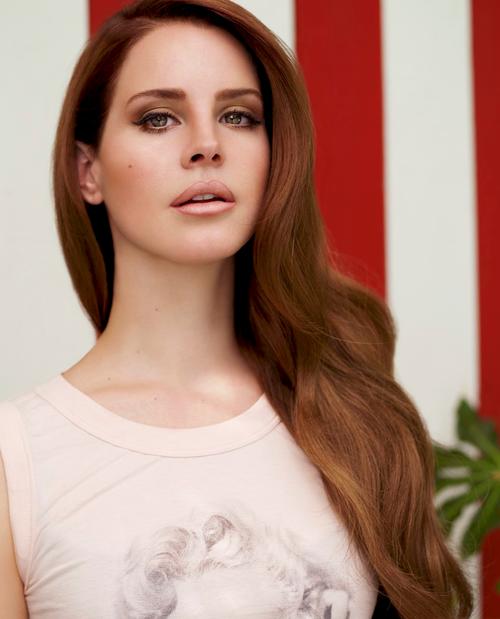 ლანა დელ რეი :  Versace-ის  ახალი სახე