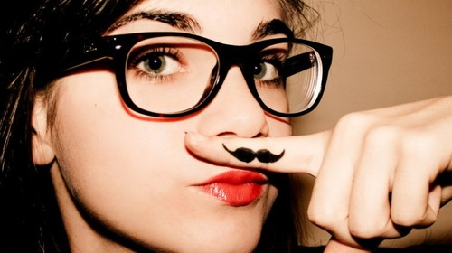 Girl-moustache-cute-glasses-fashion-favim.com-555978_large