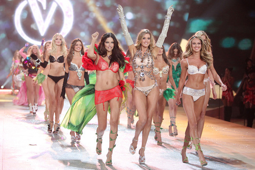 Le_final_du_d__fil___victoria_s_secret_2012_764316566_north_883x_large_509d1d88e087c3773d1da6e0_large