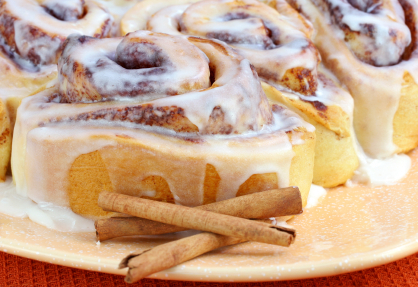 Cinnamon-rolls-with-vanilla-icing_large