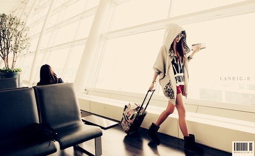 Airport-fashion-girl-phone-favim.com-536504_large