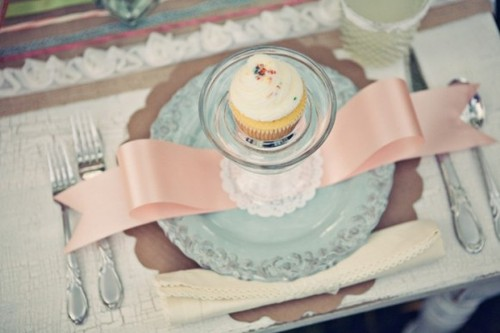 Cupcake-place-setting-bridal-shower-ideas-580x386_large