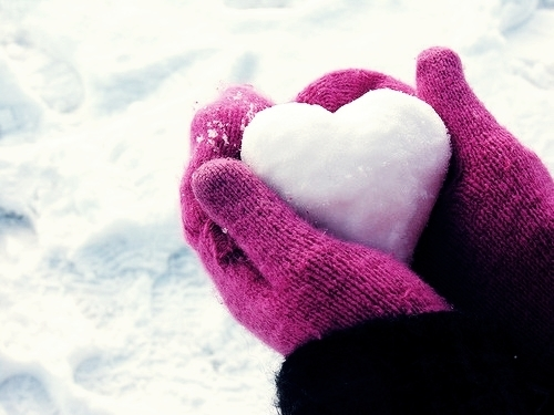 Snow_heart_in_the_pink_gloves_large