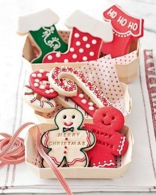 Biscotti-natalizi-a-forma-di-calze-bastoncini-e-pupazzetti_large